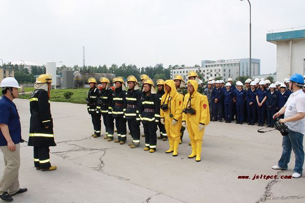 Our company cooperate with the port fire squadron in accident emergency drill